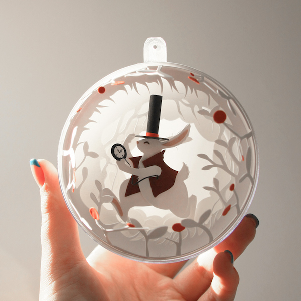 Alice-In-Wonderland-bauble-0