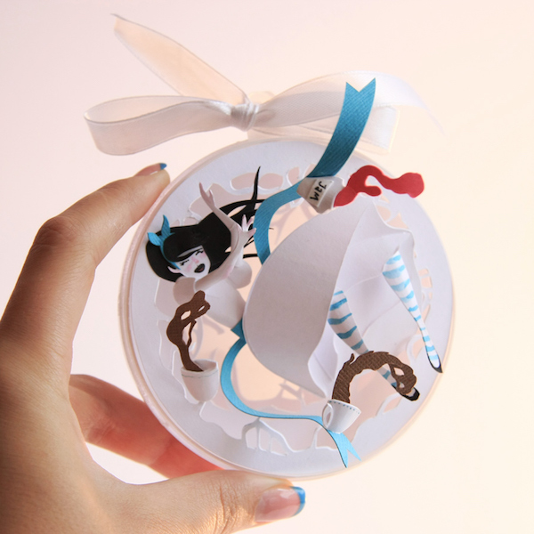 Alice-In-Wonderland-bauble-1