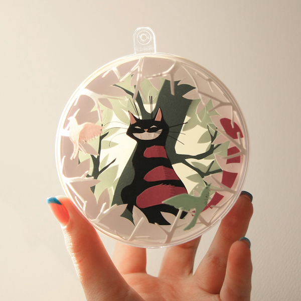 Alice-In-Wonderland-bauble-3
