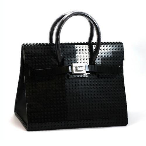 Мода на LEGO и вдохновление последними игрушками от LEGO настолько сильны, что сначала Chanel выпустили клатч