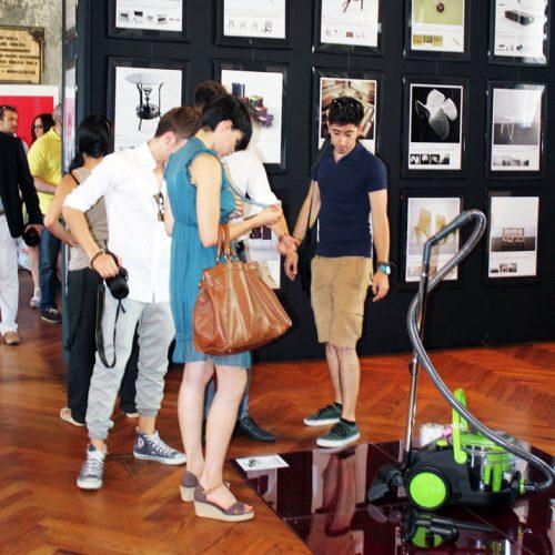 design-exhibition-visitors